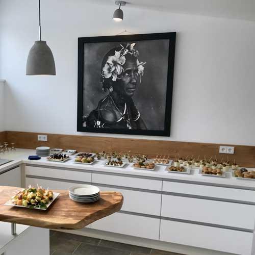 Tagungsbuffet / Catering in einer modernen Küche