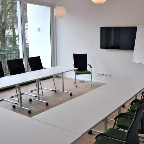 Heller Tagungsraum / Seminarraum Atelier 1 mit Flatscreen und Tageslicht in Köln / Bergisch Gladbach